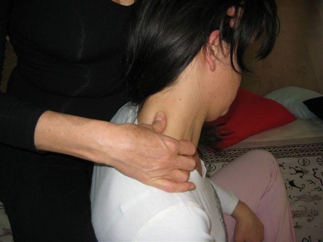 Trattamento Shiatsu, posizione seduta