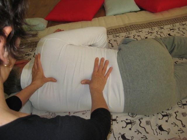 Trattamento Shiatsu schiena, posizione laterale